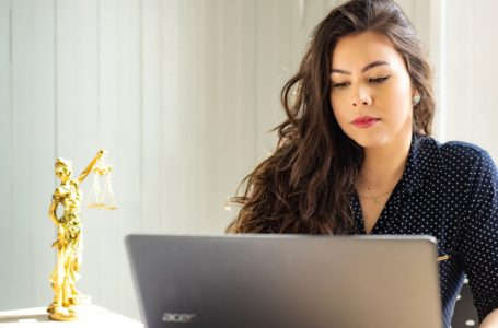 What You Need To Know About Internet Lawyers And How They Can Help You